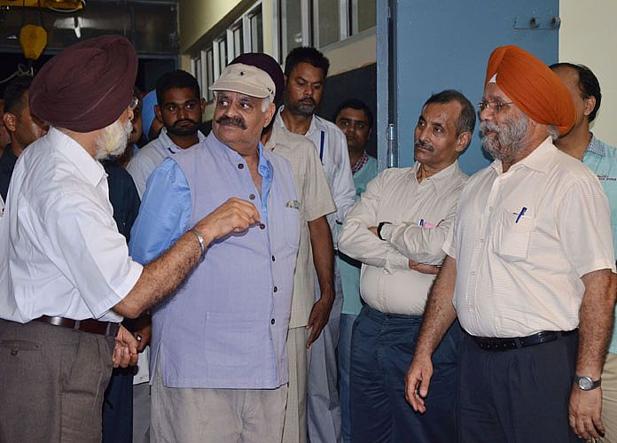 Sh. VP Singh Badnore, Governor of Punjab visited Dairy Farm, College of fisheries, Poultry Farm and Veterinary Hospital along with Dr Amarjit Singh Nanda, Vice-Chancellor and officers of Varsity on 21st Sept. 2016