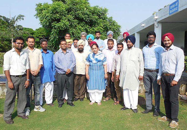 Dr. Asha Dhawan, Dean, COF with training participa