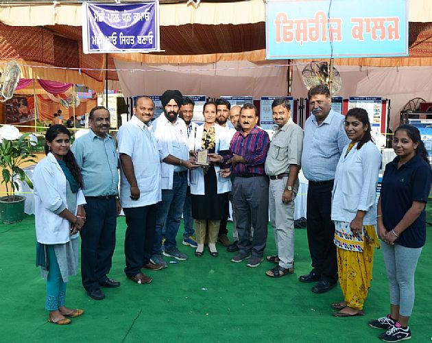 Dr. H. K. Verma, Director Extension Education and other Officials of GADVASU distribute the prize on 23rd Sept., 2017