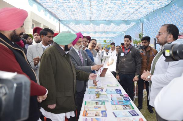 Capt. Amrinder Singh, Honble Chief Minister, Punjab interacting with Director,  School of Public Health & Zoonoses (15.01.2019)