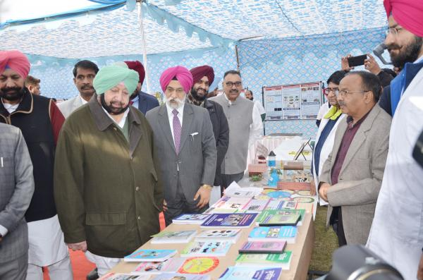 Capt. Amrinder Singh, Honble Chief Minister, Punjab interacting with Head, Department of Vety. Animal Husbandry & Extension (15.01.2019)