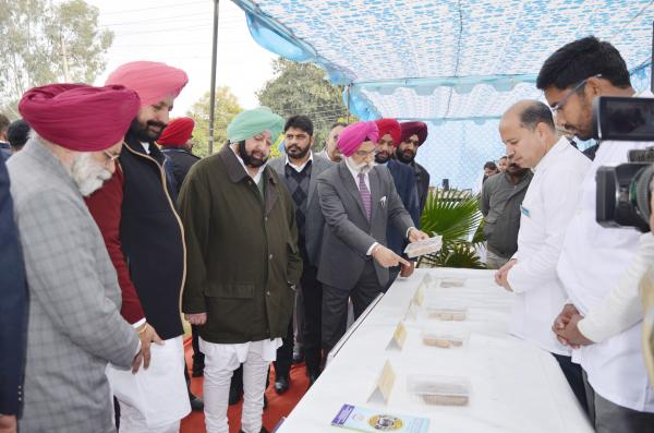 Capt. Amrinder Singh, Honble Chief Minister, Punjab interacting with Head, Department of Livestock Products Technology (15.01.2019)