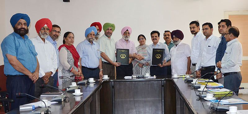 Vet Varsity signs MoU with Markfed for transfer of technology for calf feed