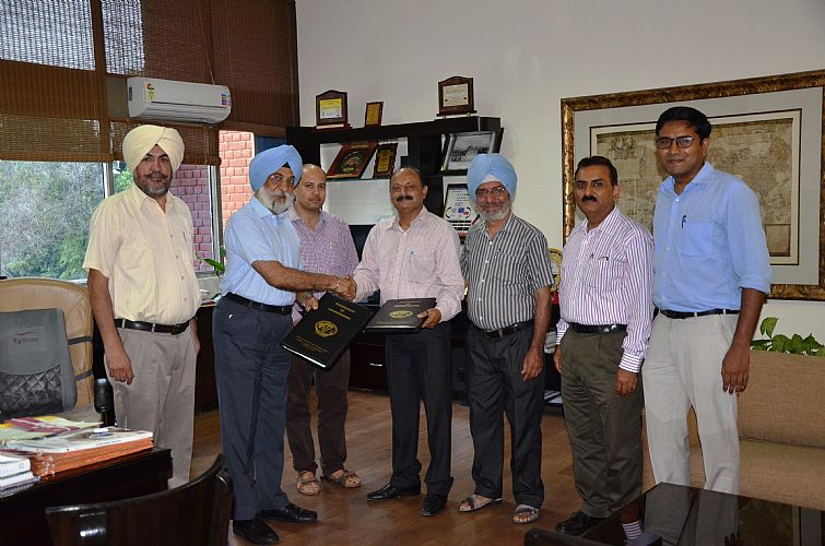 Vet Varsity signs MoU for Egg Processing Technology with M/S Ashna Petrobiz, Kaushambi, Ghaziabad