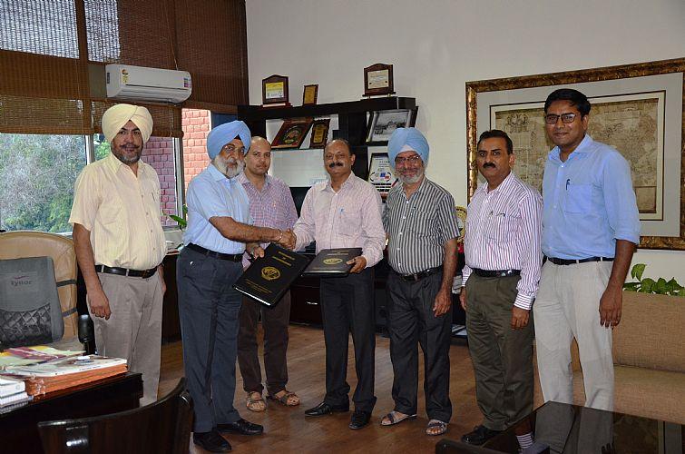 Vet Varsity signs MoU for Egg Processing Technology with M/S Ashna Petrobiz, Kaushambi, Ghaziabad