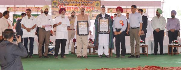 Honble Sh.V.P.Singh Badnore, Governor of Punjab and Janab Hamid Karzai, former president of Afghanistan releases Package of knowledge through Calendar and APPs on 25th Silver Jubilee Pashu Palan Mela