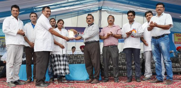 Dr. H. K. Verma, Director of Extension Education awarded the 2nd prize for stall exhibition to Department of Livestock Production Management in Pashu Palan Mela