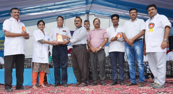 Dr. H. K. Verma, Director of Extension Education awarded the 1st prize for stall exhibition to Dept. of Veterinary Parasitology in Pashu Palan Mela