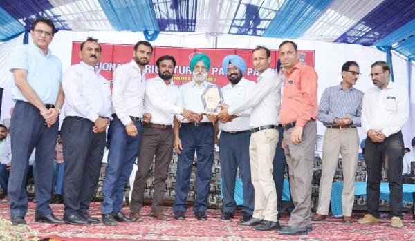 Dr. A. S.  Nanda, Vice Chancellor and other officers of the University awarded the prize for stall exhibition in Pashu Palan Mela (23-09-2019)