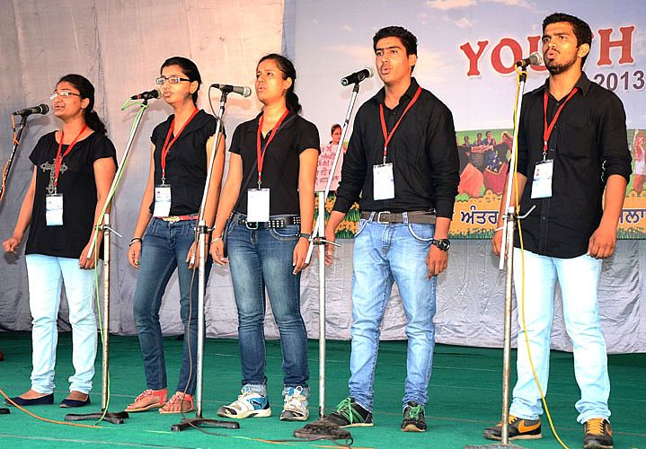 Group song event in youth Festival 2013